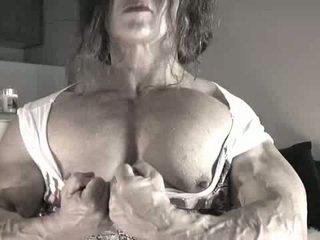 O maior clitóris bodybuilder senhora