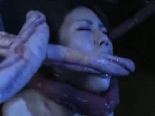 Garš tentacles kaklasaite seksuālā austrumnieki kuce un jāšanās viņai mitra kampiens