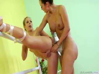 Two balerina are doing néhány leszbikus felcsatolható anális baszás