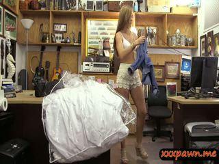 Miúda pawns dela casamento vestido e fodido em o pawnshop