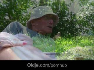 Sweey alessandra zajebal v park s velika old boner