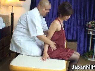 Aziatisch milf has massage en neuken