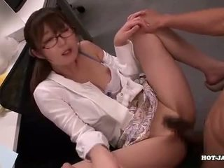 Japonais filles attacked fascinated sister en living roo