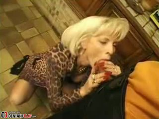 Heiß mutter seduces und fucks dies junge