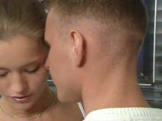 Karštas vokiškas rusiškas paauglys į ofisas seksas veikla