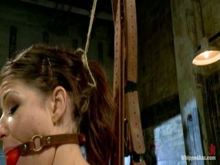 Elle alexandra, netīras ginger dominatrix punishes mia gold!
