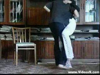 Moeder undresses infront van zoon