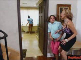 Vroče služkinja abby lee brazil trojček s velika hooters mačeha
