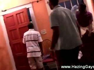 Zwart hogeschool guys krijgen humiliated