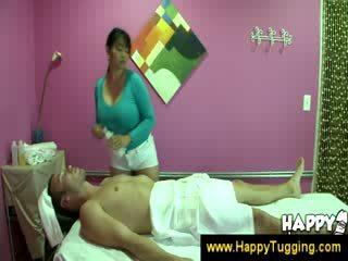 ראוריינטלי מסג' masseuse handjobs wanking מאונן עבודה ביד tugging tug עבודה נקבה בלבוש וגברים עירומים ביחד גדול טמבל bigtits bigboobs