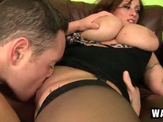 Incredibly groot borsten op de sexy cougar slet eva notty
