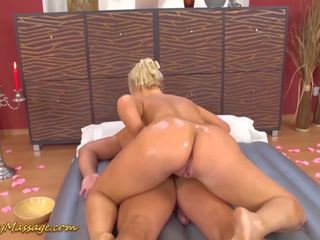 Round Ass Lilith Lee Gives Slippery Massage: Free Porn cb