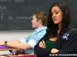 Innocenthigh bigtits şirret kendall karson becerdin kısa saç classmate