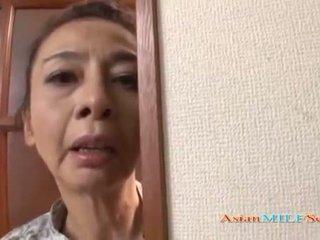 এশিয়ান পরিপক্ক বালিকা