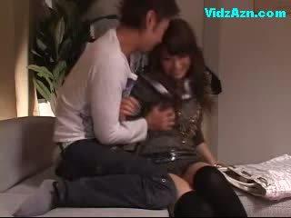 Gira gaja getting dela mamas rubbed cona licked fingered em o sofás