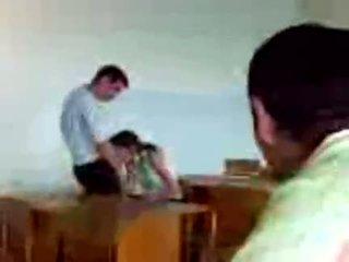 Azeri students publiko pagsubo ng titi