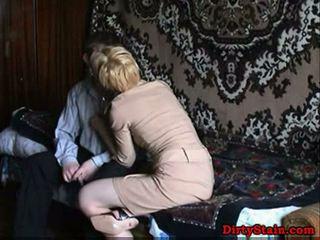 Lonely แม่ fuckes sons เพื่อน ใน โฮมเมด วีดีโอ