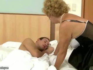 Ông nội fucks bà cứng ngoài trời