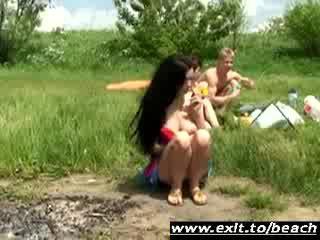 Shameless ffh trio en public nudiste park vidéo