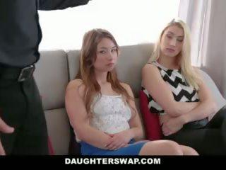 Daughterswap - tricking & follando su papás durante mardi-gras