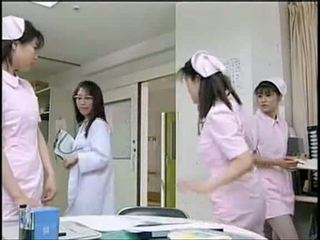 Asijské zdravotní sestra sání pacient