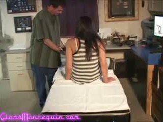 Sexy alliyah sky gets ein verdorben massage aus sie producer