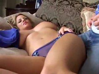 Dormire grande breasted milf