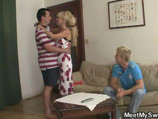 Întâlni mea dulce: fiu watches ca lui gf licked și inpulit de parents