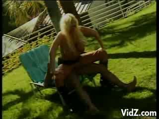 MILF Blond Tramp Pampers Holes out doors