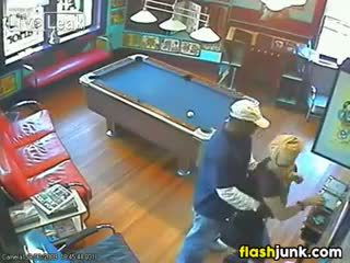 Pasangan tertangkap hubungan intim oleh sebuah keamanan camera