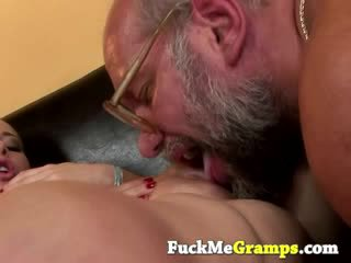Sporco bambola sucks groupsex dong