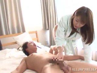 Yuma asami touches a hůl a has spermie onto ji ohromující chest