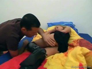 Dukke knullet inside henne søvn