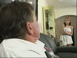 Μπαμπάς gets που πιάστηκε sniffing εσώρουχα βίντεο