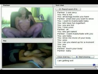 Two søt lesbisk tenåringer stripping og orgasme på kamera - se mer ved www.unrealcams.net