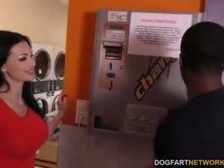 Aletta ocean does ก้น ใน the laundromat
