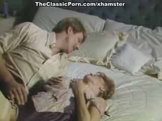 Liels dzimumloceklis inda matainas vāvere uz porno retro filma