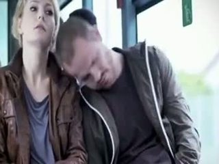 Martina hill - المعتوه متلمس في حافلة