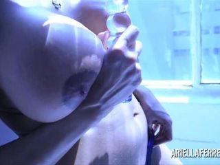 tjock, stora bröst, sexleksaker