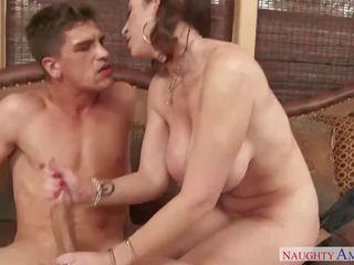 Rūdmataina māte sara jay gets a thrashing