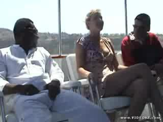 Aaralyn barra - เซ็กส์ระหว่างคนต่างสีผิว รองเท้าบู้ทส์ ร่วมเพศ patrol 2 ฉาก 1