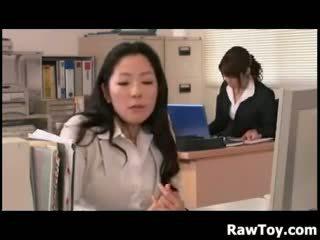 那裡 是 一 假陽具 在 該 辦公室