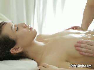 Ada loves getting 她的 的陰戶 塗油 向上 和 massaged