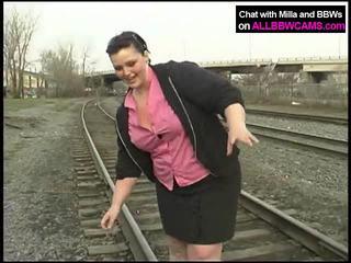 Rasva prinsessa gets alaston päällä railway