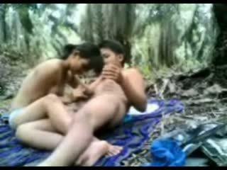 Indonéský dospívající fucked v the džungle