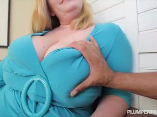 Mamalhuda gordinhos milf tiffany blake loves escuro pila - porno vídeo 731