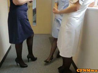 Femdom nurses veikt rūpes no dzimumloceklis aggressively