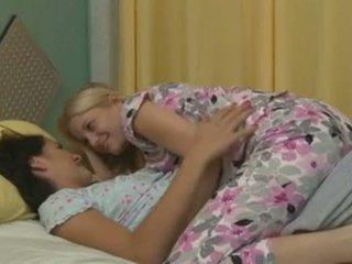 Charlotte stokely et alannah monroe intimate lesbienne sexe