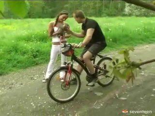 Khoan qua các cyclist