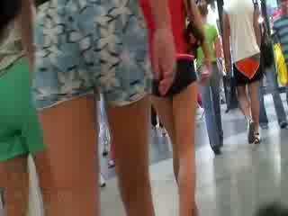 The i eksituar video featuring the e tërë kompani i amatore dolls wearing the sexy pants